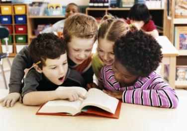 bambini in libreria con la scuola pic